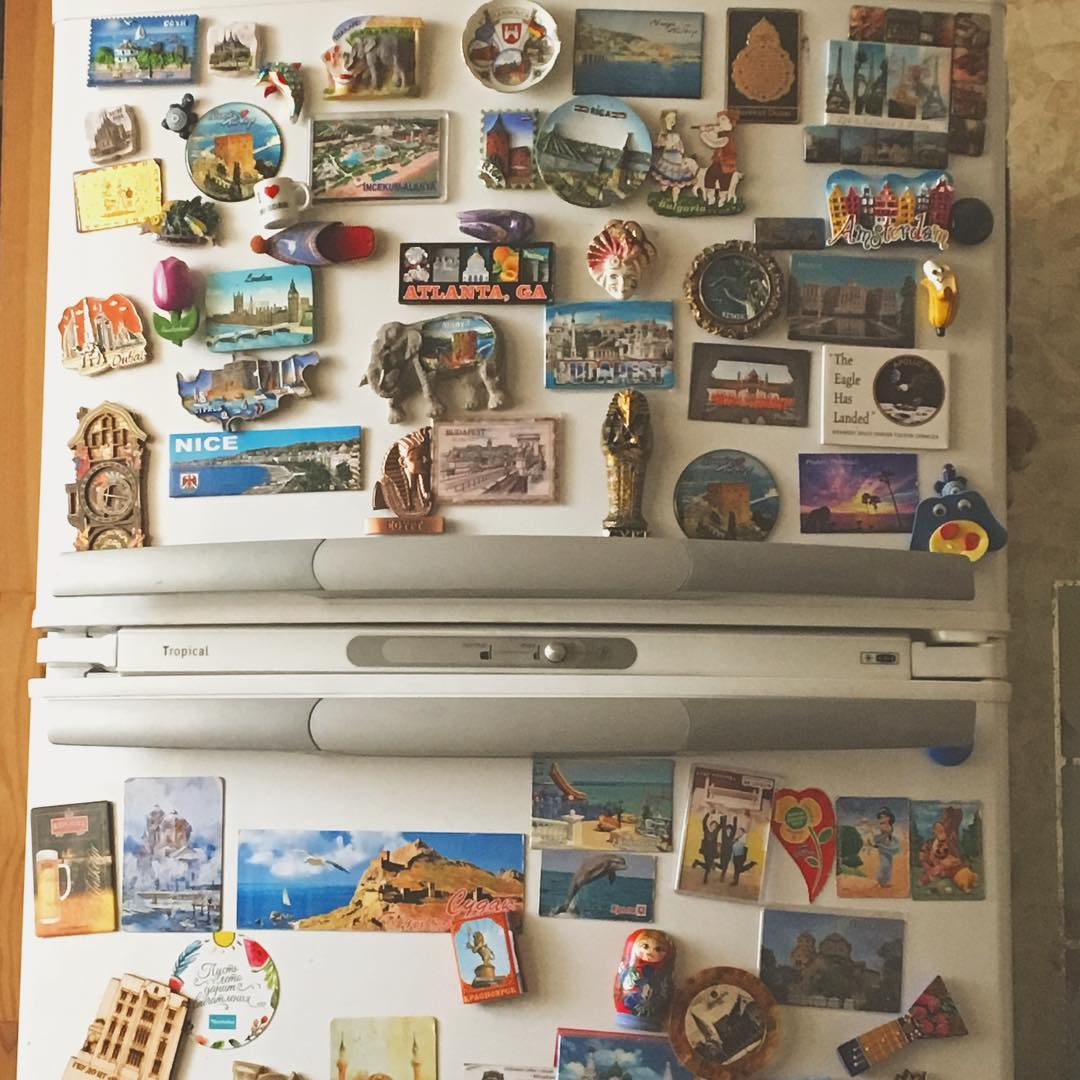 декор дизайн совет магниты на холодильнике в интерьере на кухне