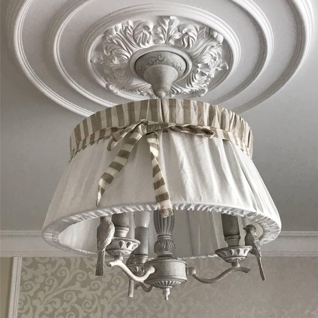 полеуретановый декор в интерьере на потолке лепнина фото