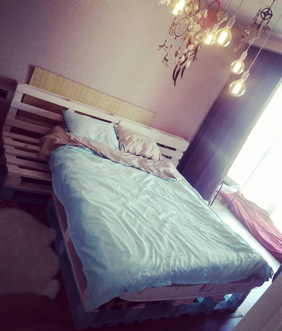 лофт стиль фото кровать из поддонов в интерьере
