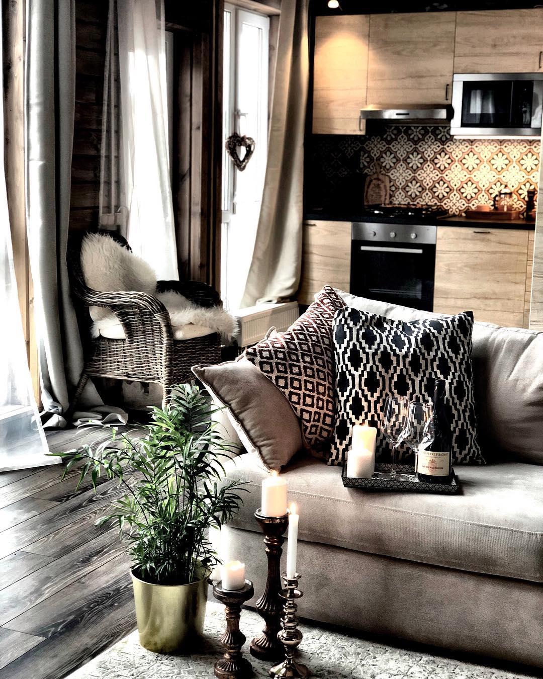 стильный уютный фактурный текстиль в оформлении дачного домика для дачи фото