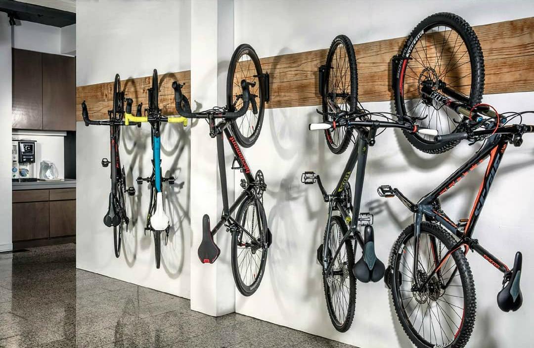 Велосипеды в доме технике массажер джакузи в ванную