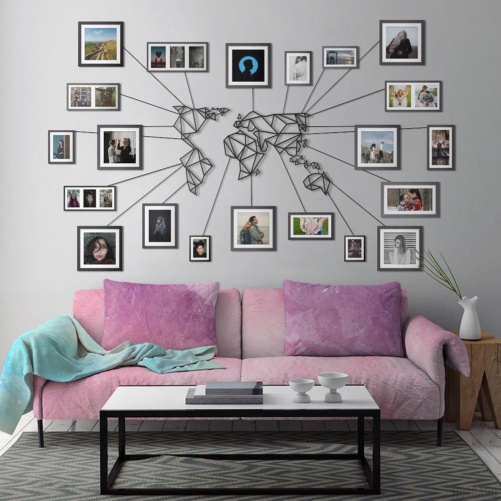 Фотоколлаж, посвященный путешествиям, в интерьере квартиры: фото