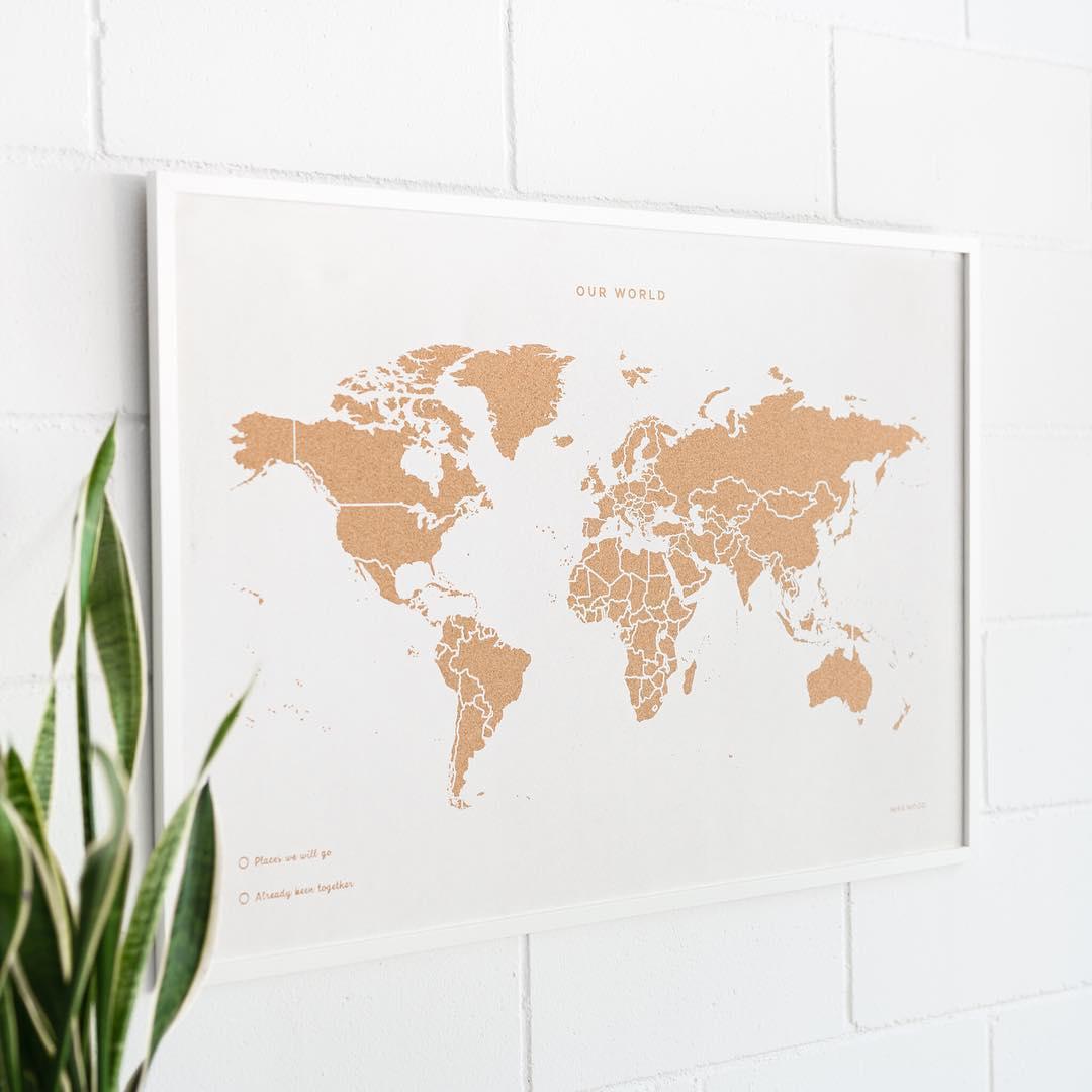 Карта путешественника в интерьере: фото