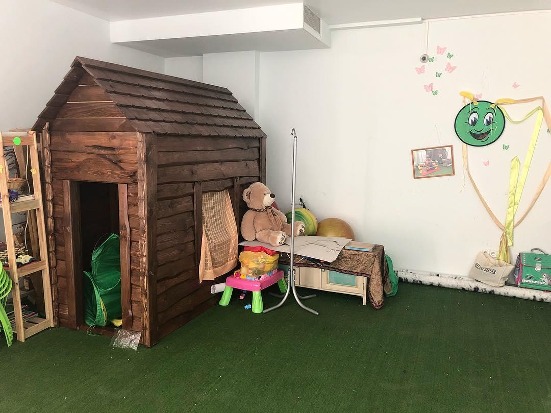 Искусственный газон в интерьере квартиры: фото