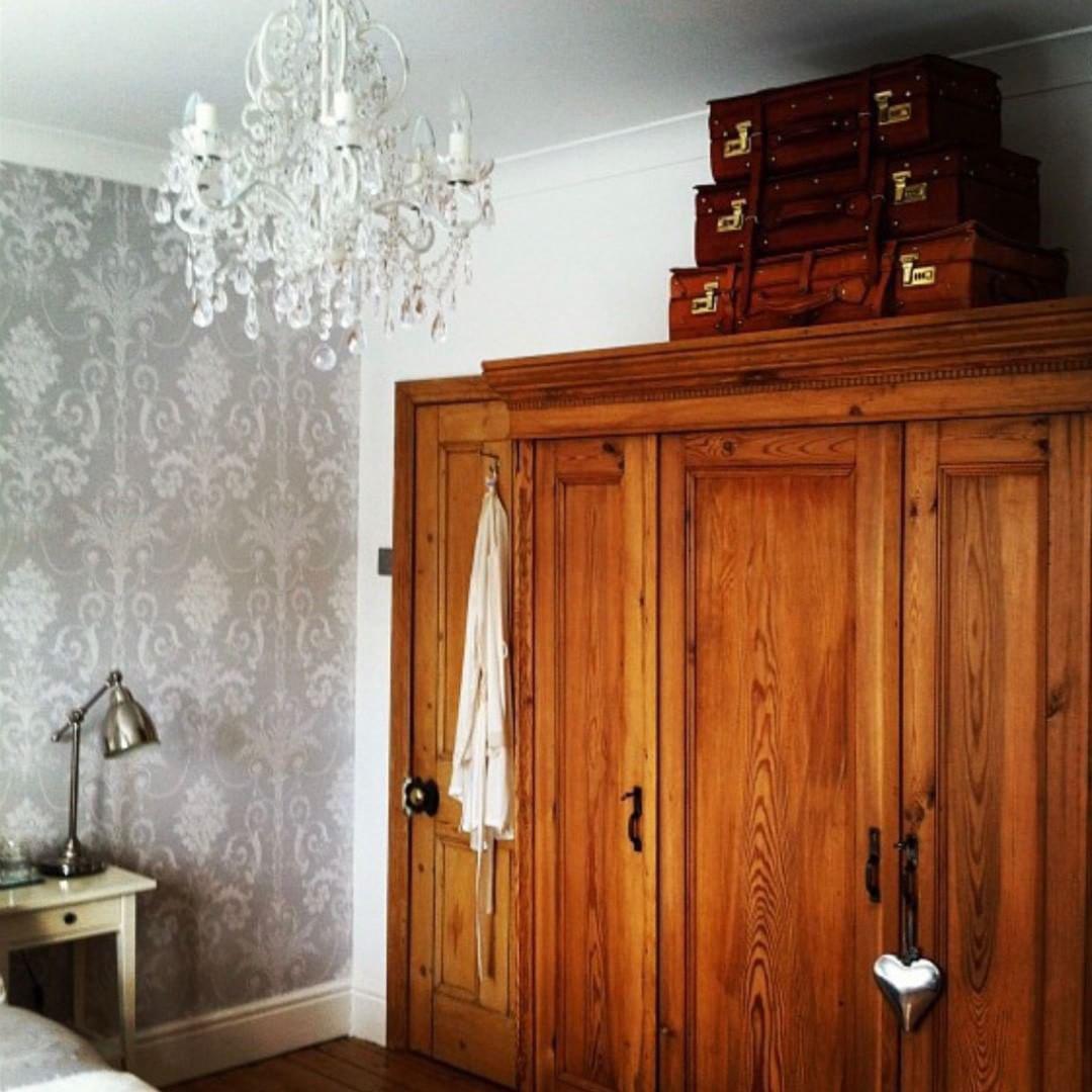 Массивная мебель в спальне