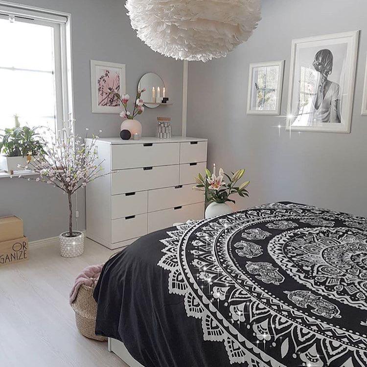 Дизайн спальни с принтами