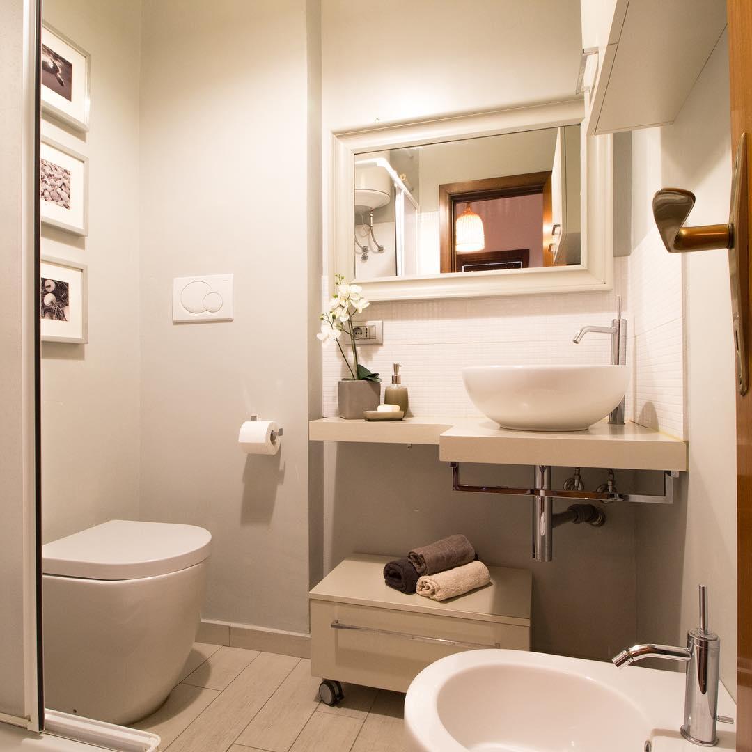 Идея для оформления маленького совмещенного санузла в квартире: фото