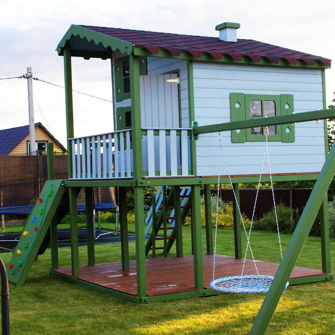 Домик с игровым комплексом для дачи: фото