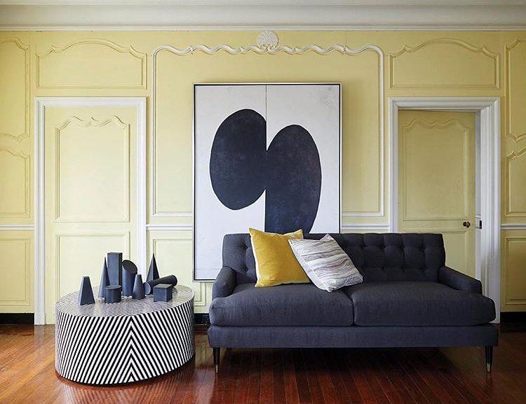 Дизайн комнаты в контрастных цветах