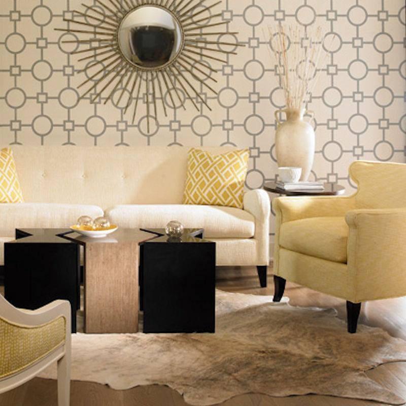 Комната с мебелью желтого цвета