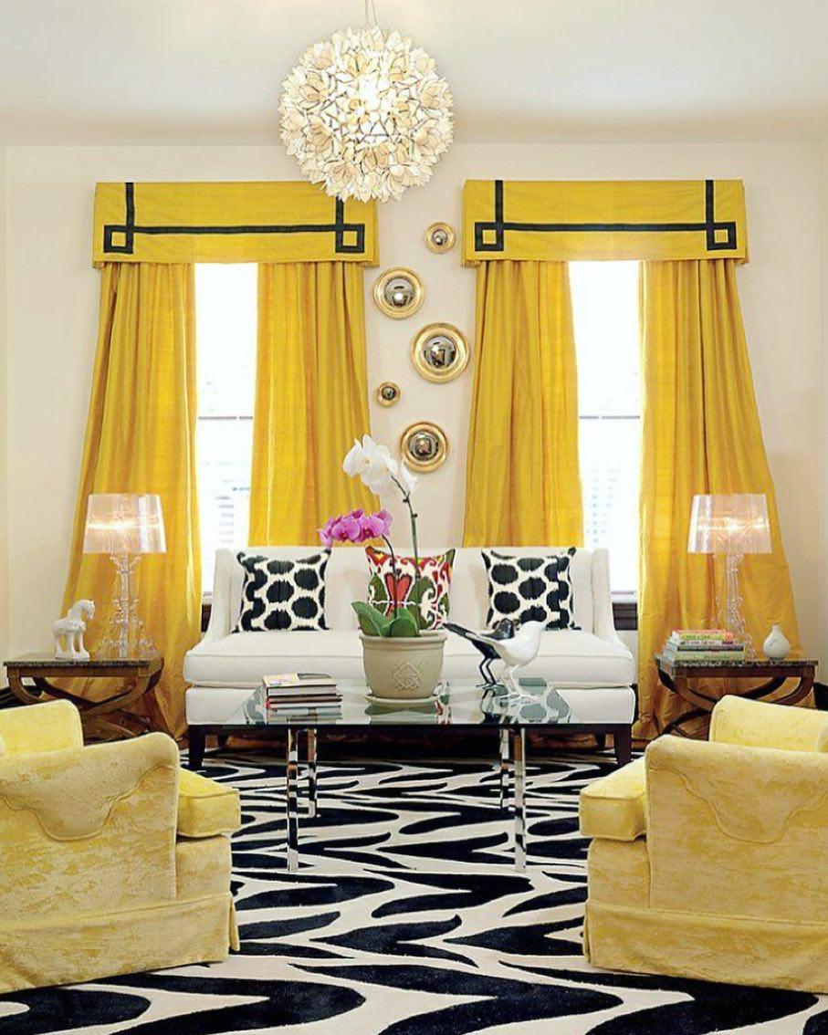 Желтые портьеры в интерьере