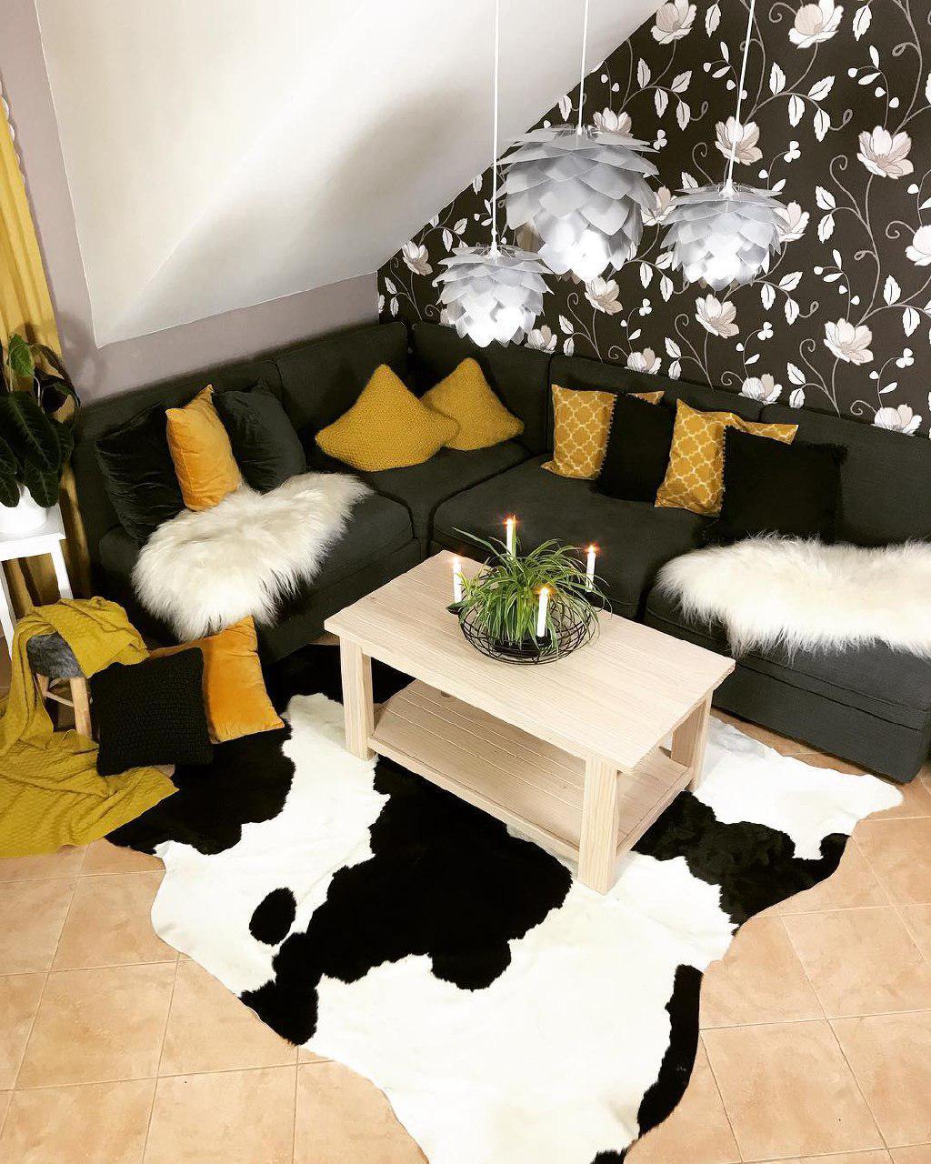 Гостиная с элементами желтых оттенков