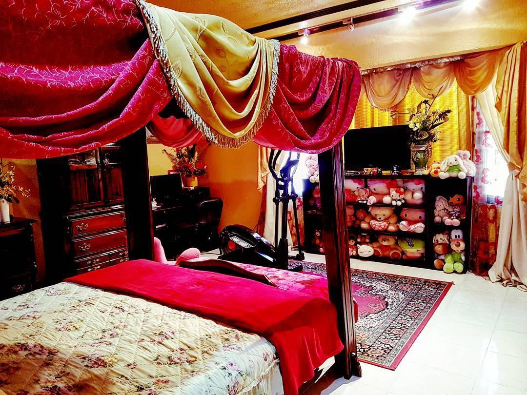 Восточная спальня с желтыми стенами