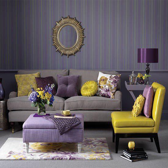 Фиолетовый дизайн комнаты с элементами желтого