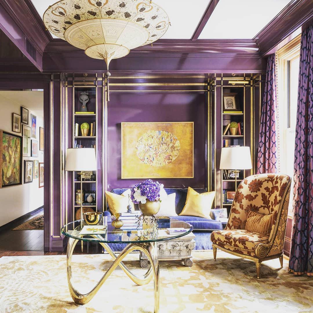 Сочетание цветов золотого и фиолетового в интерьере