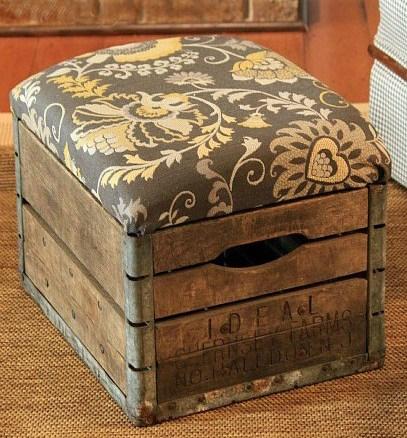 Пуф из деревянного ящика фото