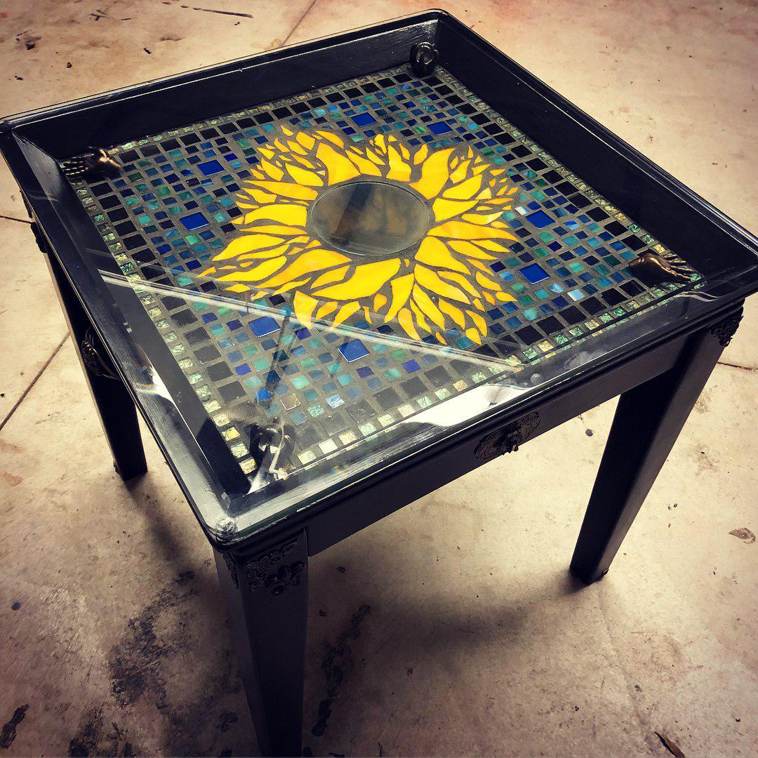 Стол инкрустированный мозаикой