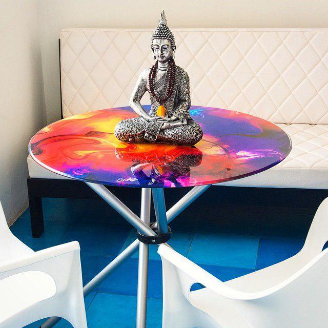 Дизайнерский стол в индийском стиле