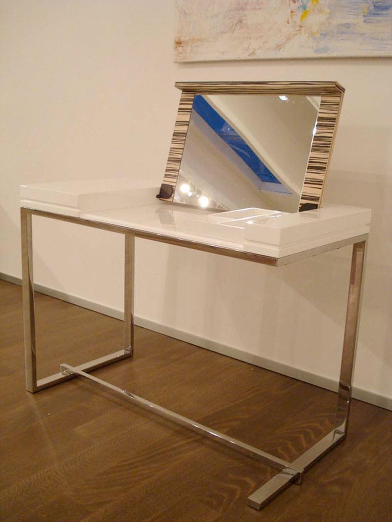 Столик с внутренним зеркалом