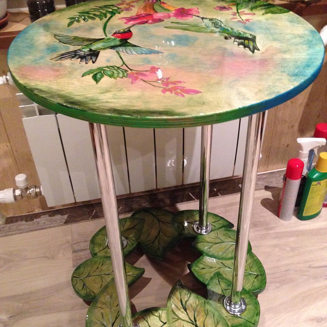 Стол с росписью