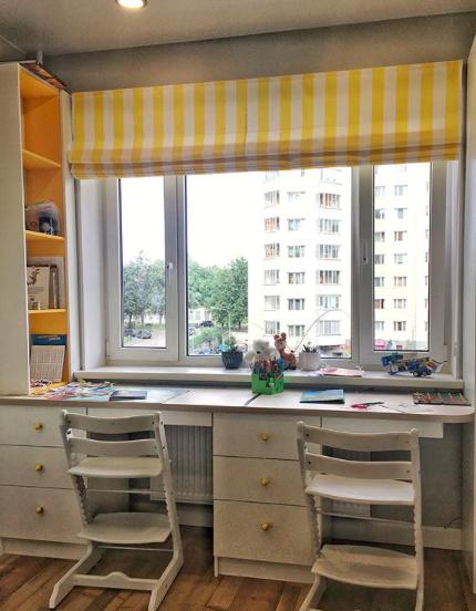 Рабочее место у окна фото