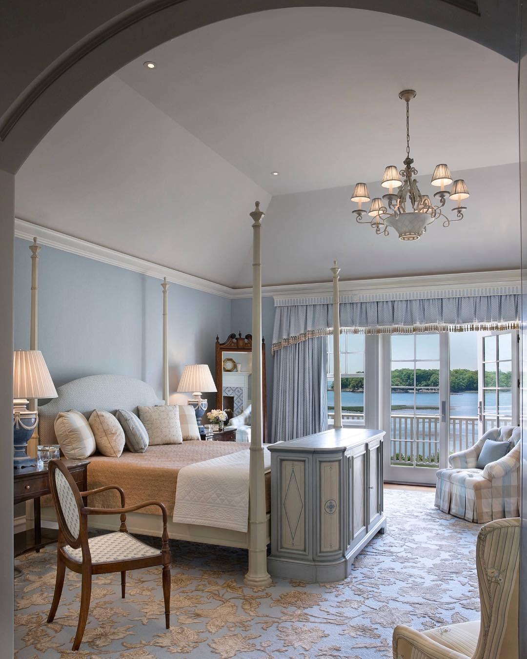 Сложные шторы в спальне